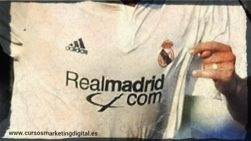 Componente digital en camiseta del Real Madrid temporada 2001-2002